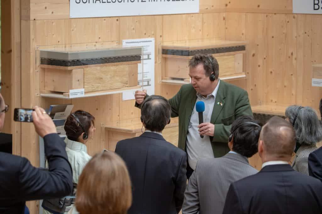 Führung durch die Ausstellung im Zentrum HOLZ in Olsberg
